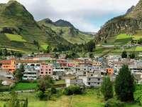 Miasteczko Zumbahua na tle Andów (Ekwador)