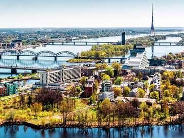 Most i wieża telewizyjna na Dźwinie (Łotwa)