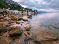Skaliste wybrzeże Omiš (Chorwacja)