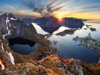 Pejzaż górski o zachodzie słońca (Norwegia) puzzle online