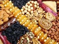 Przekąski z suszonych owoców, orzechów i migdałów