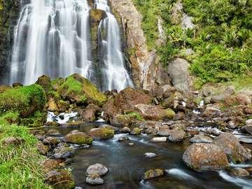 Wodospad na rzece Marokopa (Nowa Zelandia)