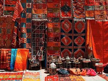 Stragan z dywanami w Marrakeszu (Maroko)