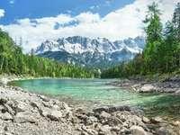 Jezioro Eibsee i szczyt Zugspitze (Niemcy)