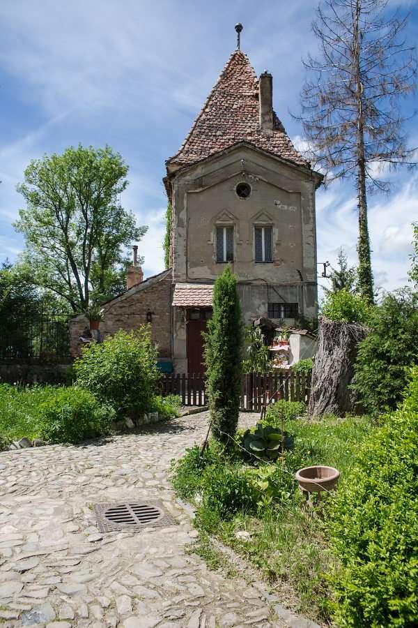 Wieża Powroźników w Sighișoarze (Rumunia) - Sighișoara to miasto zlokalizowane w środkowej Rumunii, w Siedmiogrodzie, nad rzeką Wielka Tyrnawa. O długiej i burzliwej historii tego średniowiecznego grodu obronnego przypominają liczne zabyt (8×10)