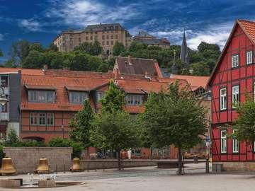 Zamek górujący nad Blankenburgiem (Niemcy)