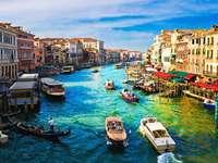 Canal Grande widziany z mostu Rialto (Włochy)