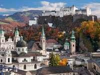 Jesienna panorama Salzburga (Austria)
