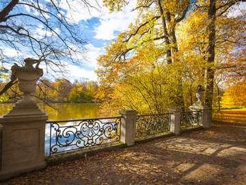 Ogrody Pałacu Nymphenburg jesienią (Niemcy)