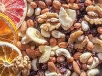 Suszone owoce i orzechy