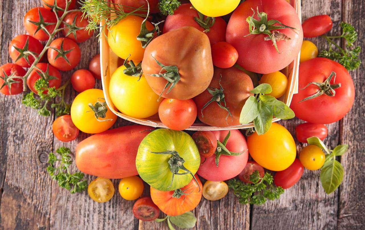 Koszyk z pomidorami