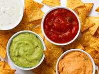 Chipsy kukurydziane z sosami