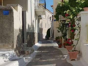 Uliczka w mieście Poros (Grecja)