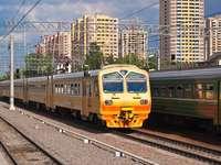 Pociąg kolejki podmiejskiej w Moskwie (Rosja)