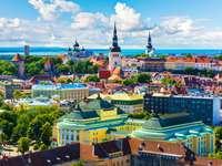 Panorama starego miasta w Tallinie (Estonia)