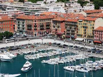 Przystań dla jachtów w Nicei (Francja)