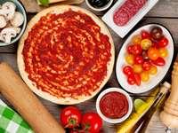 Składniki do przygotowania pizzy