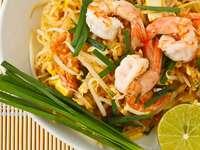 Tajski smażony makaron