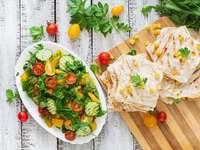 Meksykańskie quesadille i sałatka