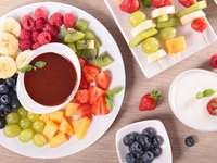 Owoce z sosem czekoladowym
