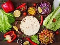 Składniki do dania meksykańskiego