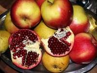 owoce z granatem