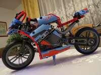 motocykl z klocków