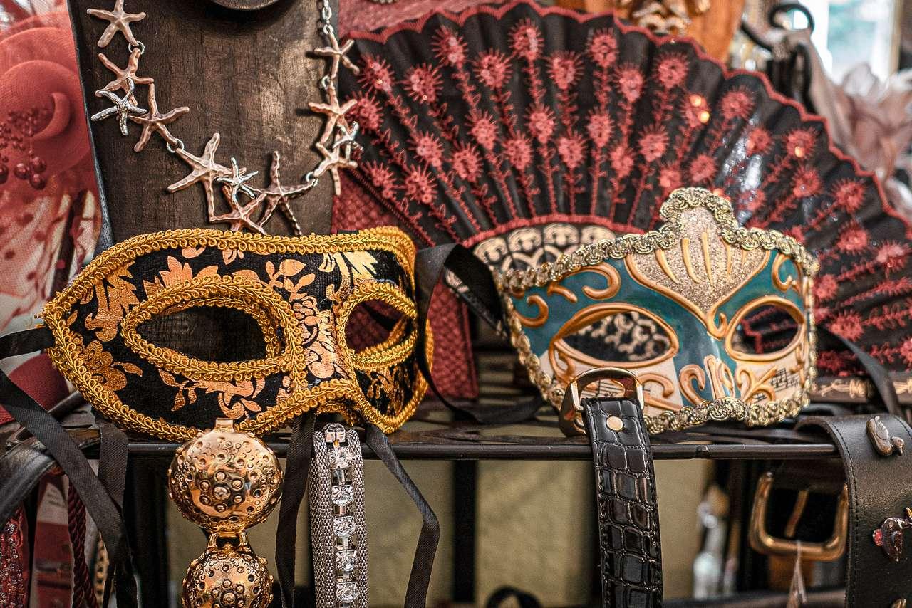 Maski karnawałowe - dwa rodzaje masek na karnawał (17×12)