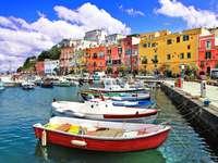 Łódki w porcie we Włoszech