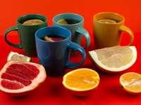 Kolorowe herbaty z owocami