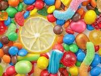 Cukierki w kolorach tęczy