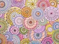 Manadale kolorowane kredkami