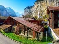 Góry z chatą puzzle ze zdjęcia