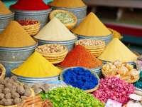 Przyprawy w Marrakeszu puzzle ze zdjęcia