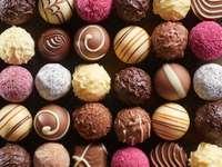 Ręcznie robione czekoladki praliny puzzle online