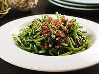 Smażone warzywa porannej chwały