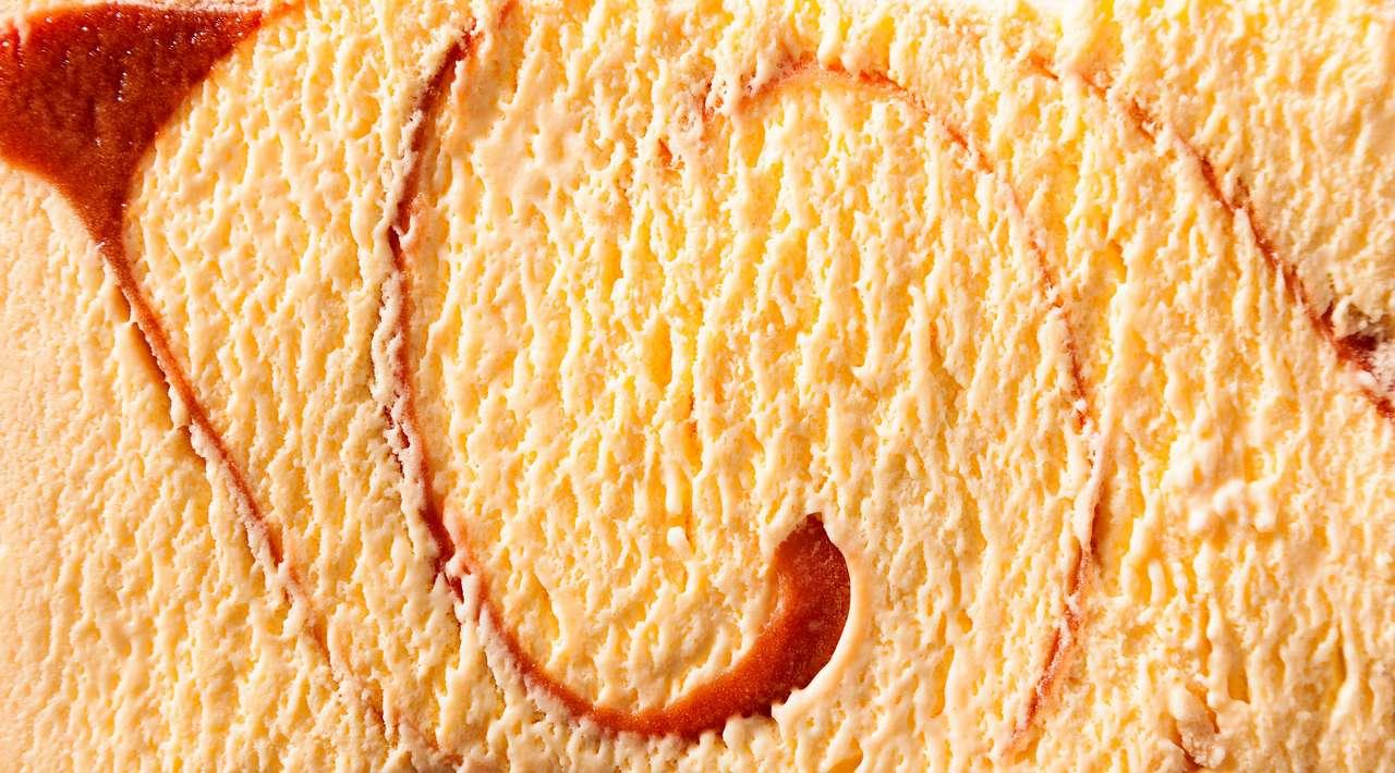 Pyszny kremowy karmelowy lody smakowe