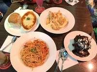 Jedzenie i przyjaciele puzzle ze zdjęcia