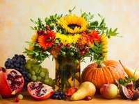 Jesień martwa natura z kwiatami