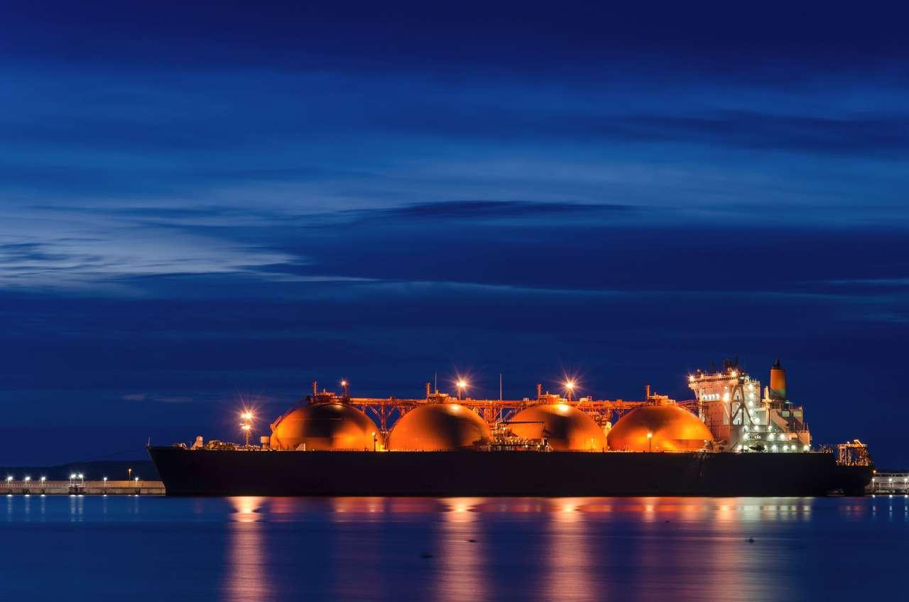 Tankowiec LNG - Wschód słońca