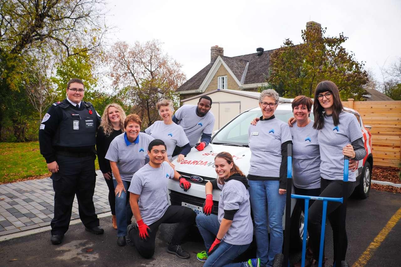 Puzzle wolontariuszy. puzzle ze zdjęcia