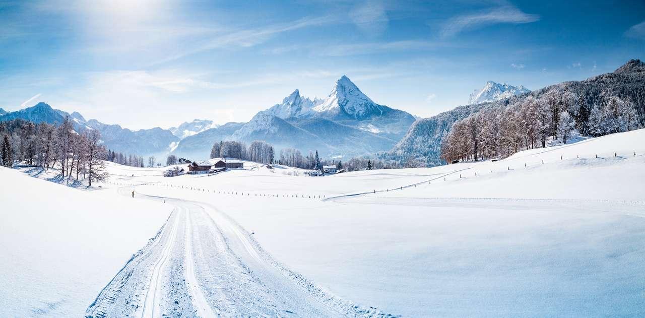 Malownicza zimowa kraina czarów górska sceneria