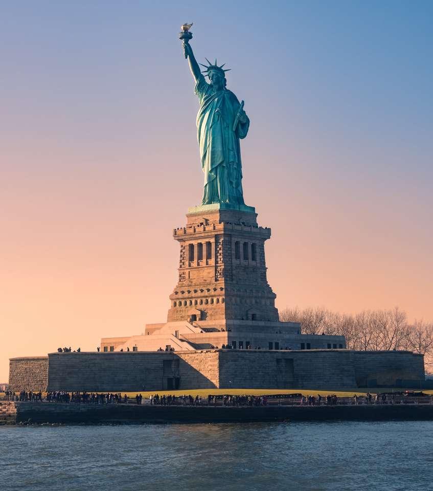 Statua Wolerty o zachodzie słońca w Boże Narodzenie, Nowy Jork, USA