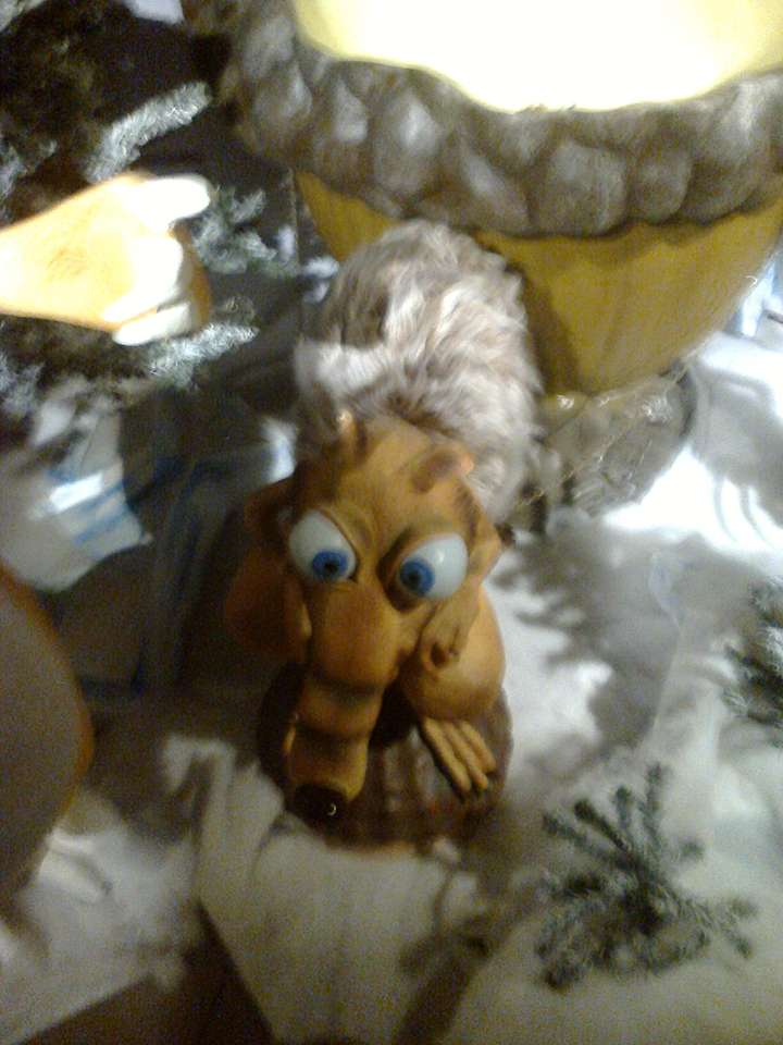 Wiewiór zrobiony z wosku.