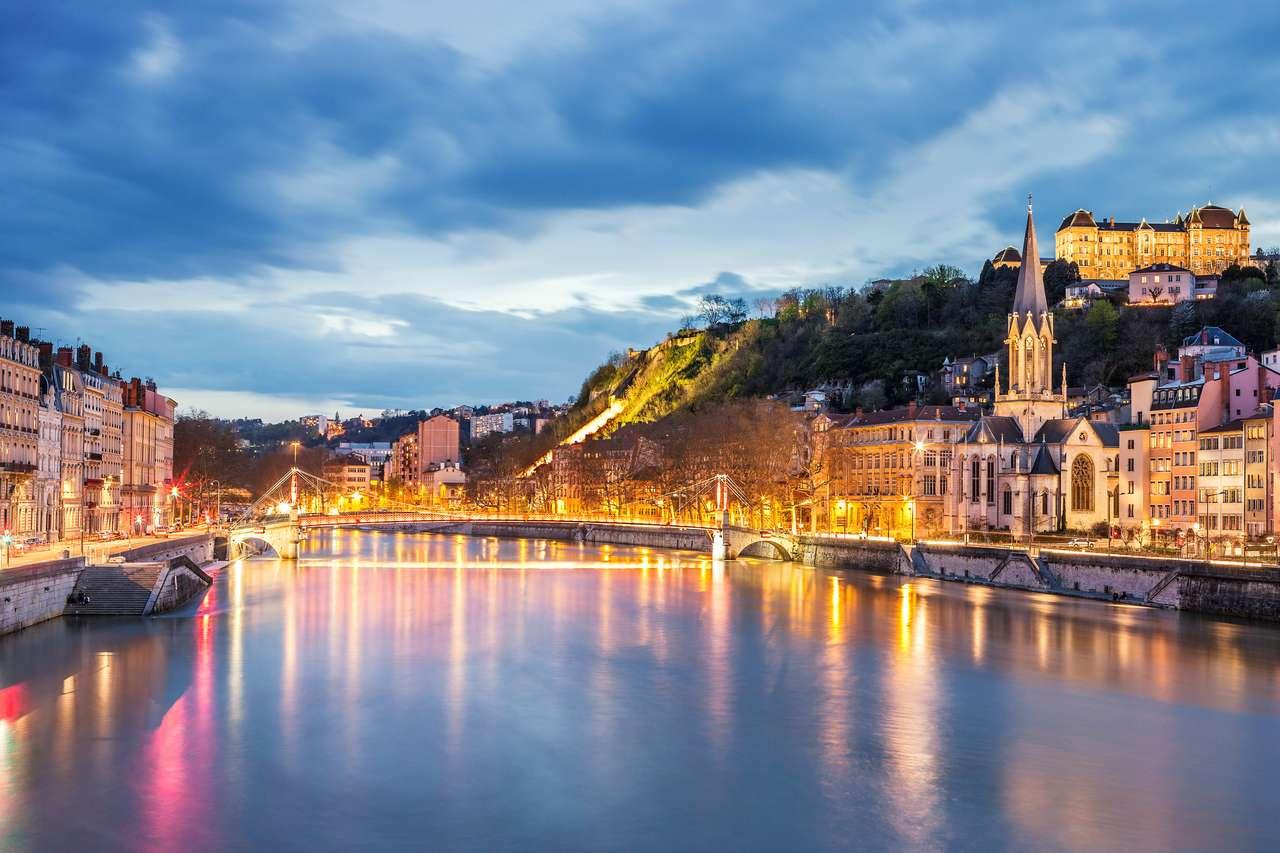 Widok na rzekę Saone w mieście Lyon wieczorem, Francja puzzle online