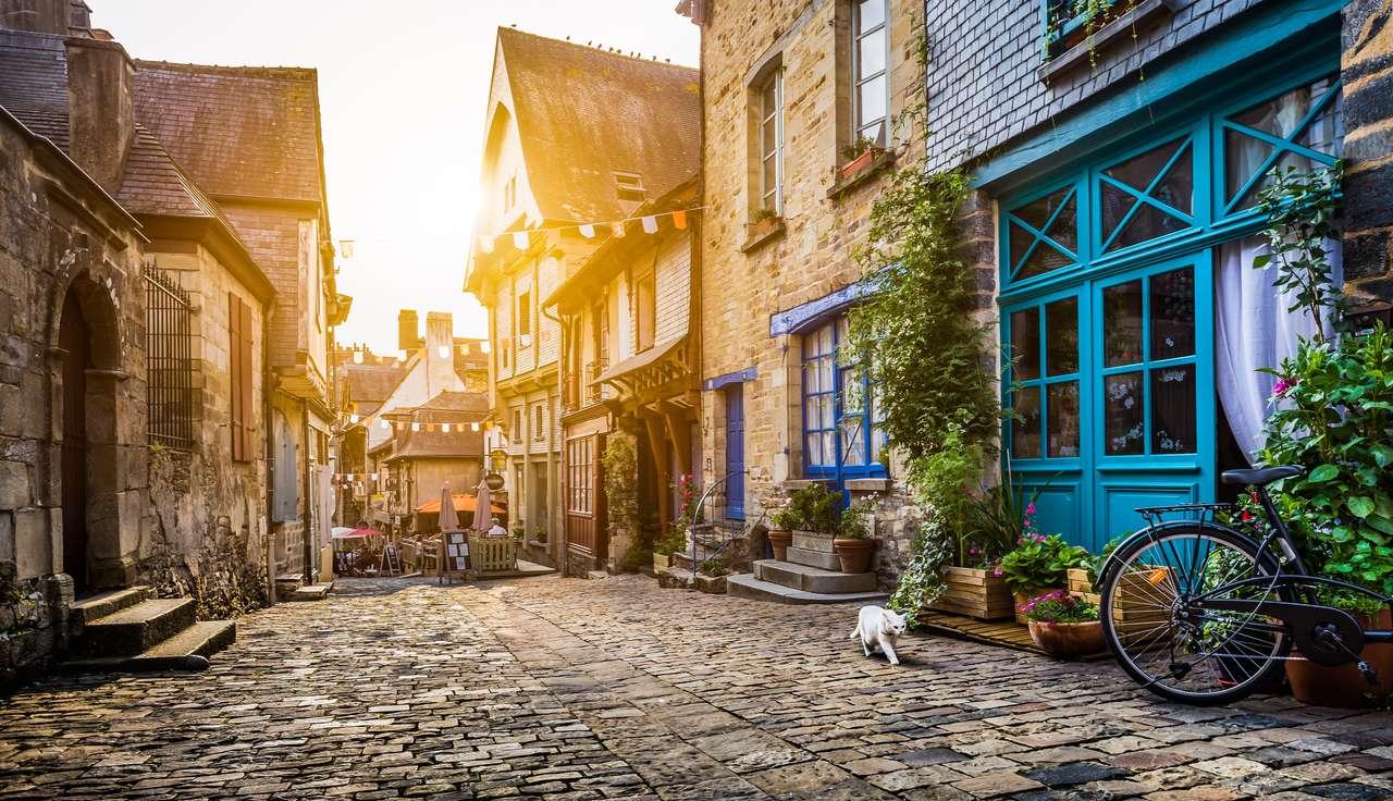 Stare miasto w Europie o zachodzie słońca puzzle ze zdjęcia