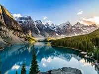 Jezioro Morena w Kanadyjskich Górach Rocky