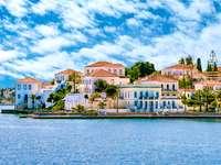 Budynki wyspy Spetses w pobliżu Aten