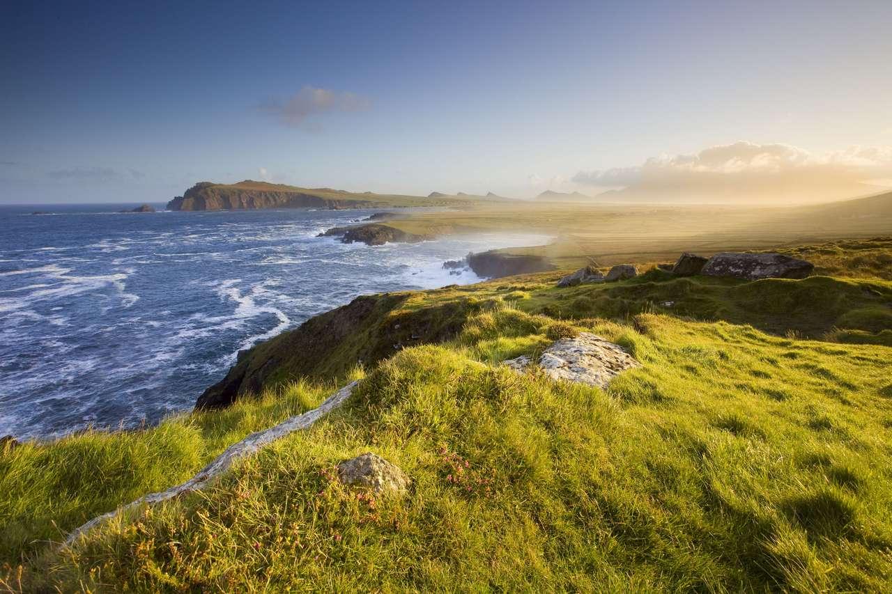 malowniczy widok na irlandzkie wybrzeże, dingle, w porannym świetle puzzle