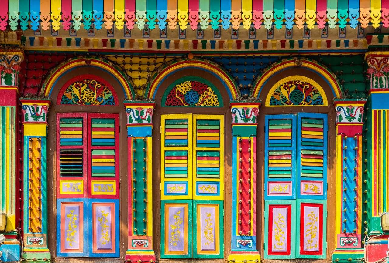 Kolorowa fasada budynku w Little India, Singapur puzzle online